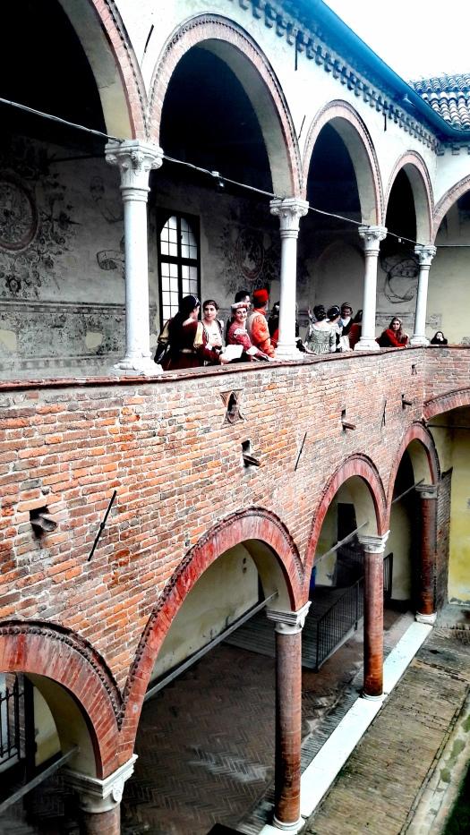 Casa Romei a Ferrara con figuranti in costumi d'epoca