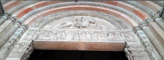Giorgio particolare della facciata della Cattedrale Ferrara