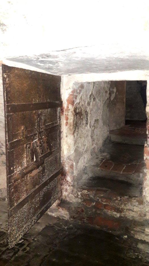 Porta delle prigioni del Castello Estense Ferrara