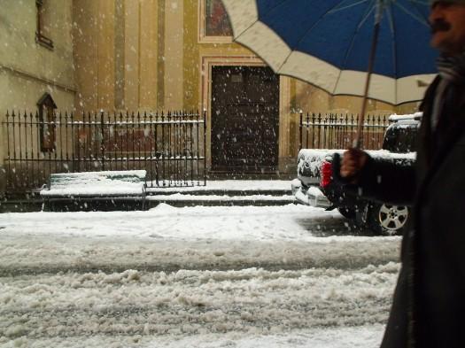 I giorni della merla ad Aosta. Neve e ombrello.